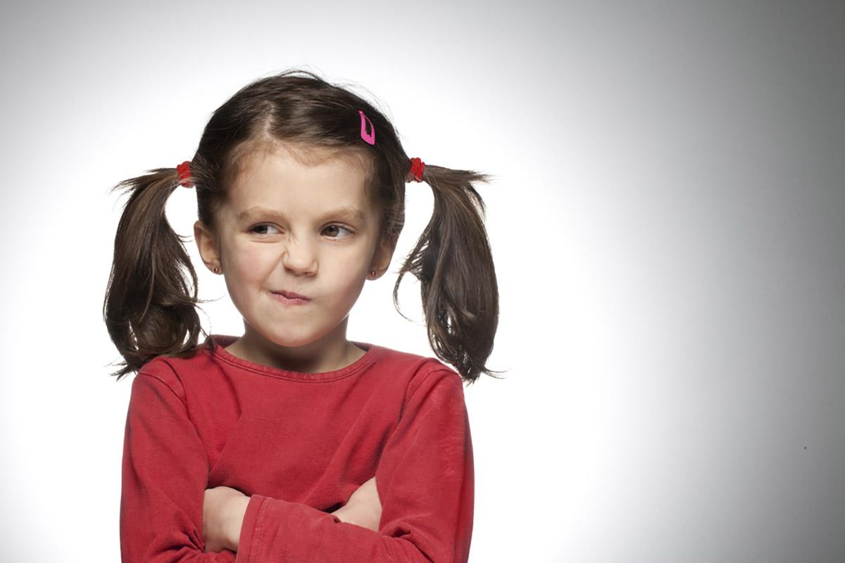 چه عواملی باعث لجاجت کودک می شوند؟