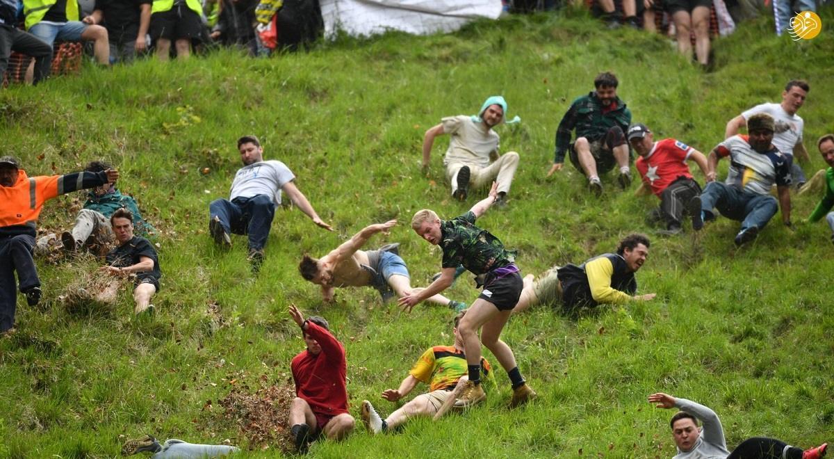 مسابقه سنتی عجیب با دهها مصدوم در بریتانیا
