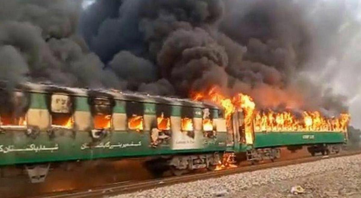 تصاویری از قطار یزد_تهران که امروز در ورودی ایستگاه بادرود نطنز دچار حادثه شد