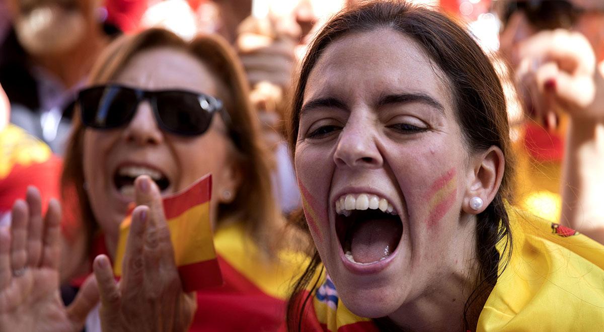 حمله مردم اسپانیا برای شخم زدن فروشگاه