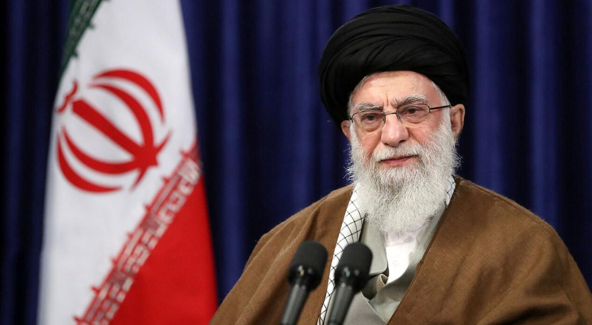 رهبر انقلاب: از بعضی از مسئولین حرفهایی شنیده شد که مایع تاسف است
