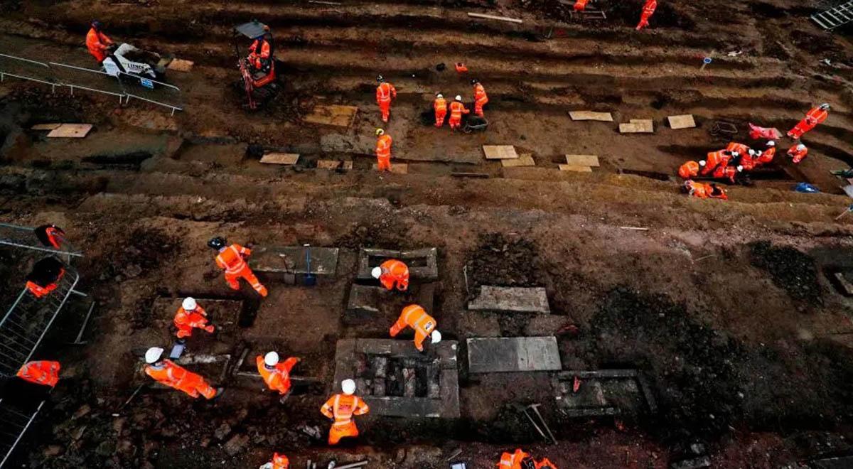حفر گورهای دسته جمعی در انگلیس برای تدفین قربانیان کرونا