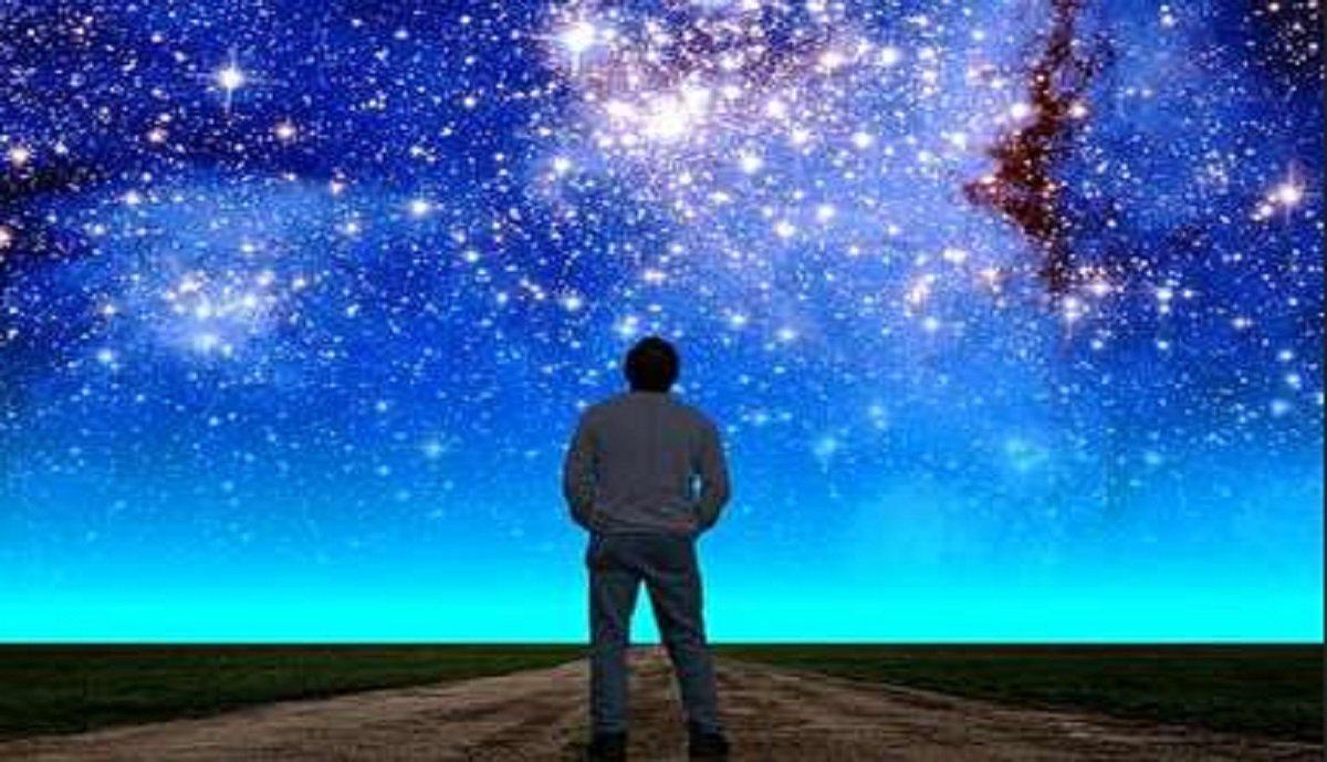 آیا انسان نمیداند که خدا میبیند؟