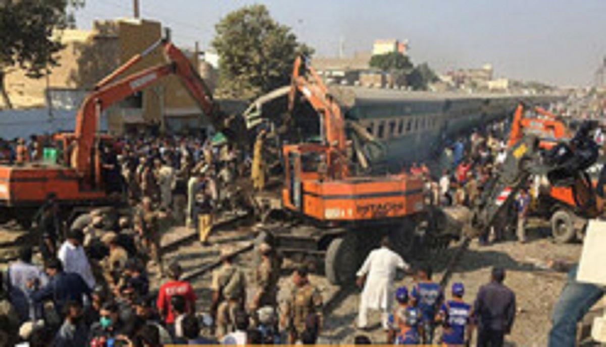 برخورد ۲ قطار در پاکستان ۹ کشته برجای گذاشت