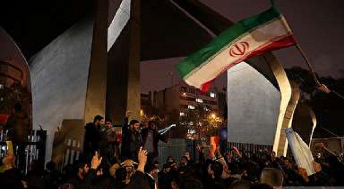 اعتراض دانشجویان در حمایت از مردم و محکومیت آشوبگران