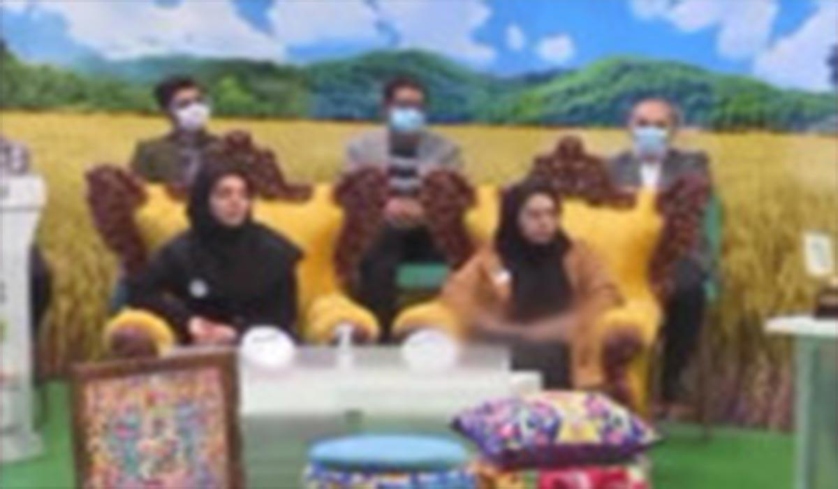 سانسور دست خانم میهمان در برنامه تلویزیونی!