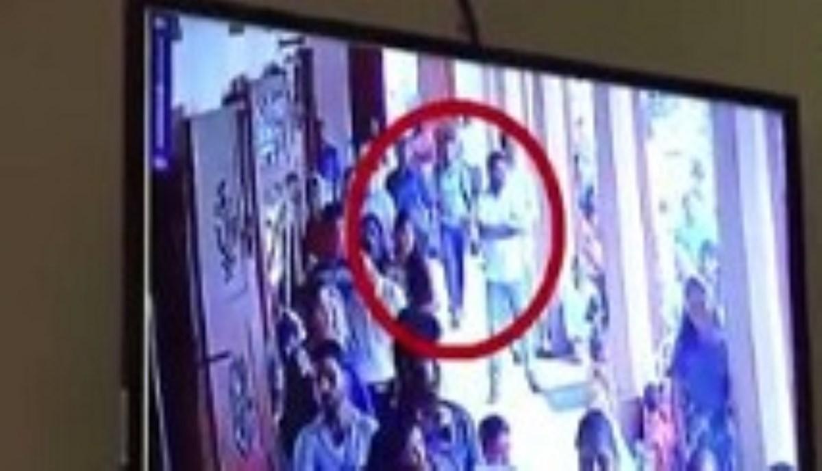 لحظه ورود یکی از مهاجمان انتحاری حملات سریلانکا به کلیسا