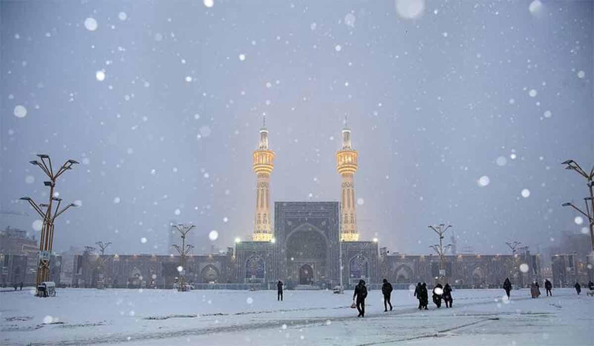 بارش برف در حرم امام رضا(ع)