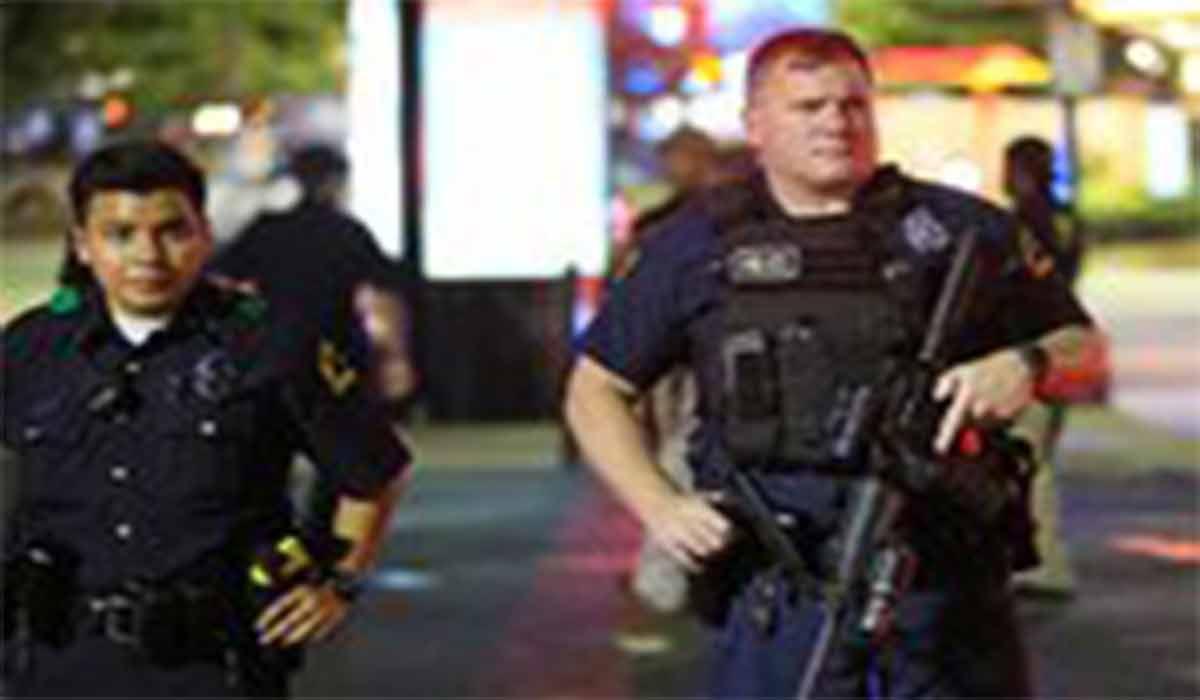 دستگیری و آزار یک زن توسط ۹ پلیس آمریکایی!