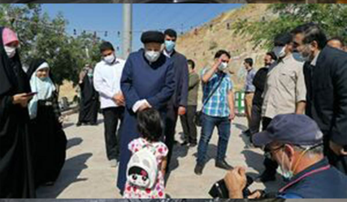 حضور حجت الاسلام رئیسی در کهف الشهدا
