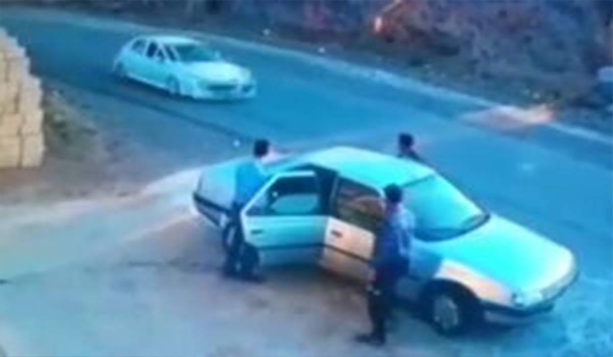 تصادف وحشتناک راننده خودروی متوقف شده