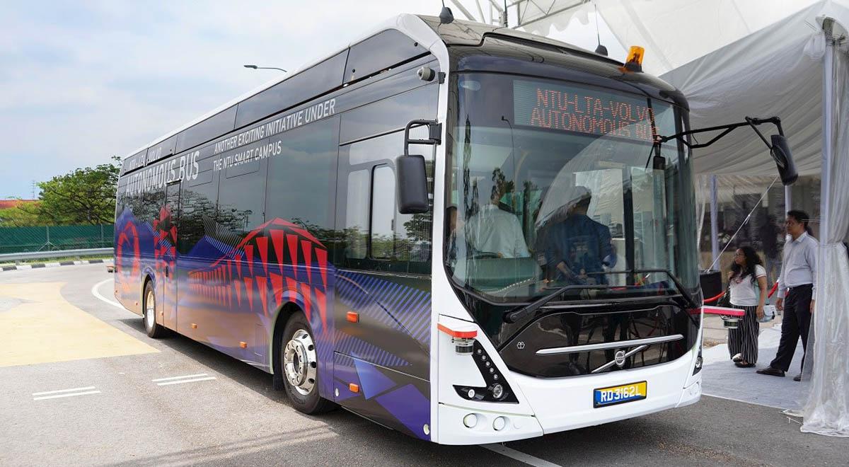 کشیدن اتوبوس ۱۸ تنی توسط بانوی ایرانی
