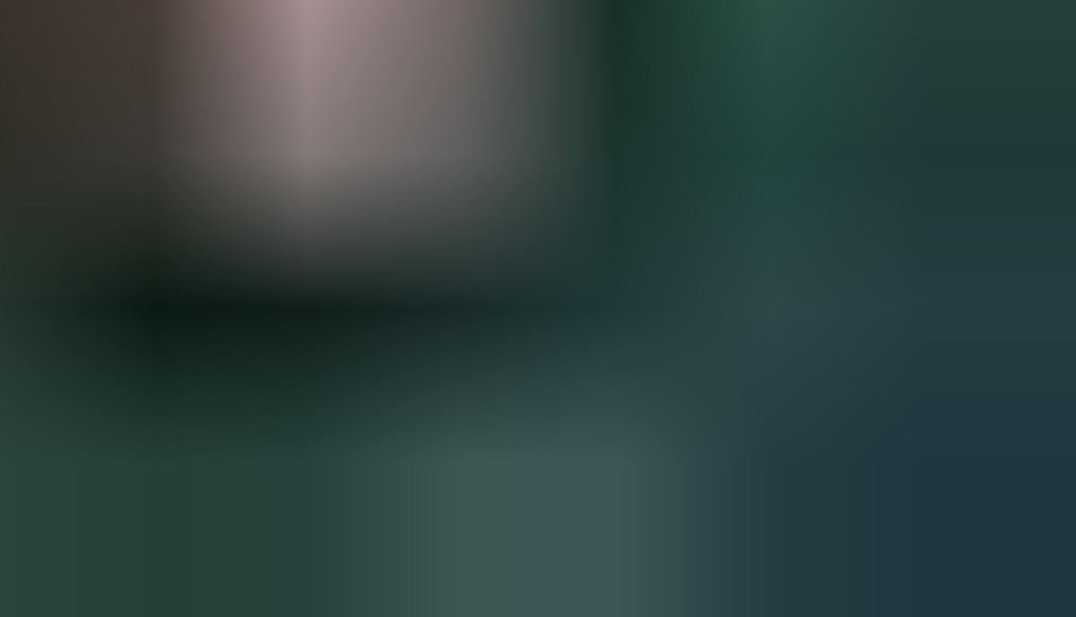 مداحی حاج حسین سازور در دومین شب مراسم عزاداری ایام شهادت حضرت فاطمه زهرا(س) در حضور رهبر معظم انقلاب/ تصویری