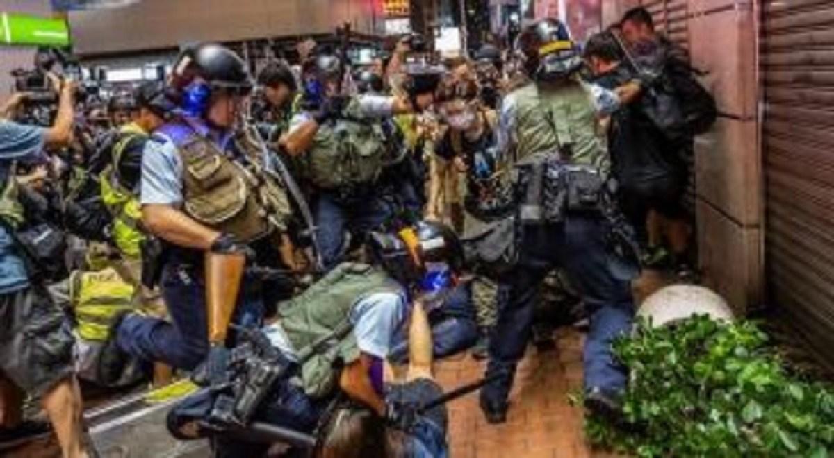 درگیری مردم و نیروهای امنیتی هنگ کنگ