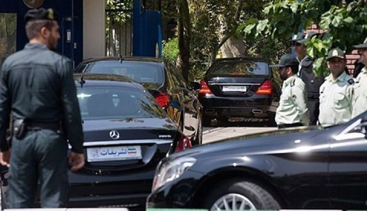 نگاه مسئولین از پشت شیشه تمام دودی خودروهایشان به مشکلات مردم