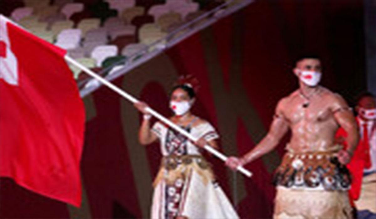 لباس بومی کشور تونگا در رژه المپیک توکیو