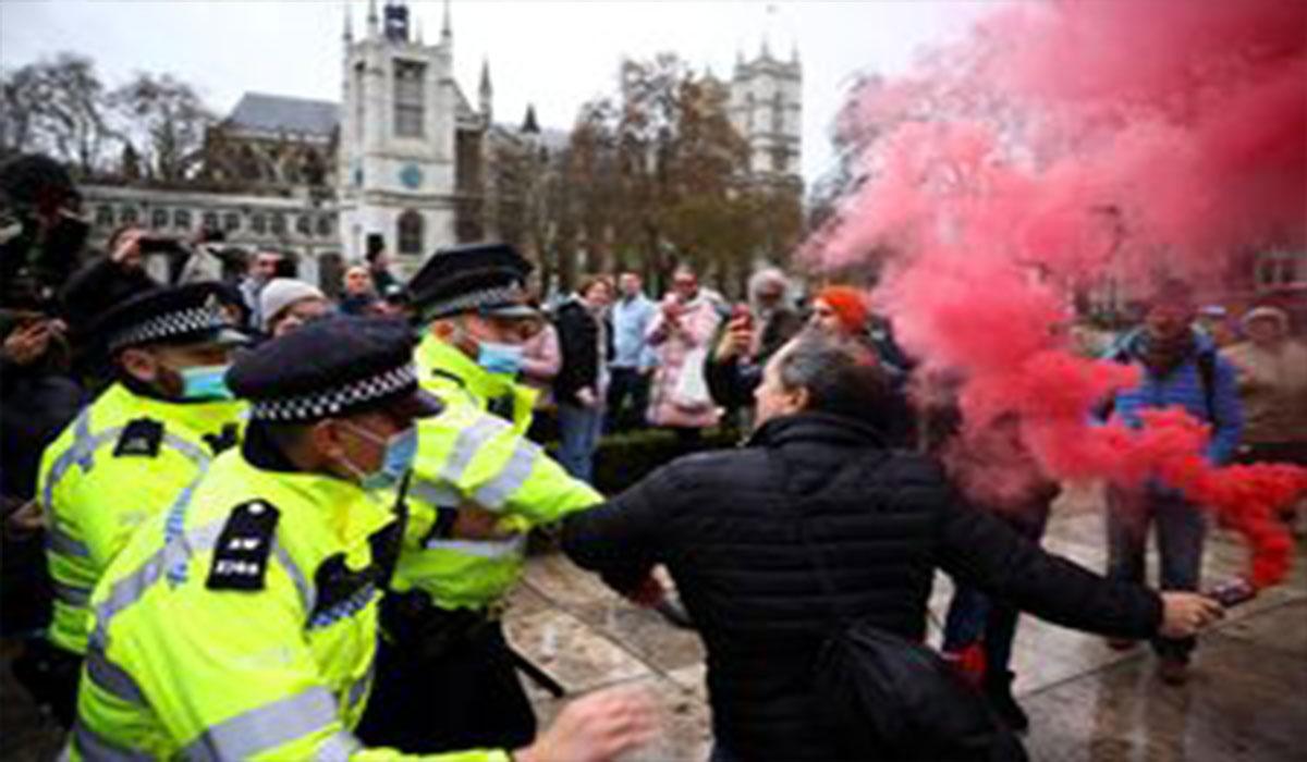 کتک کاری پلیس با معترضان در لندن