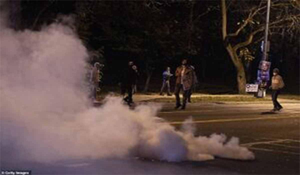 فرار پلیس آمریکا از دست معترضان!