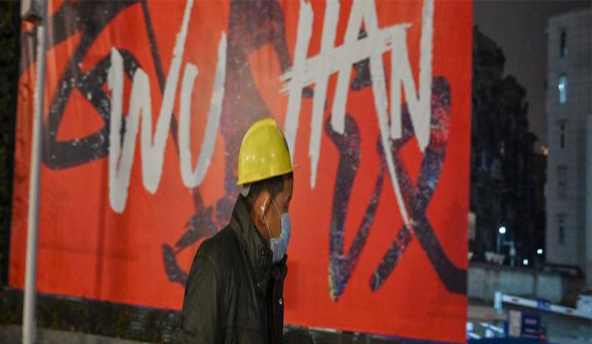 فریادهای «قوی باش» برای دلگرمی مردم قرنطینه شده در یکی از شهرهای چین