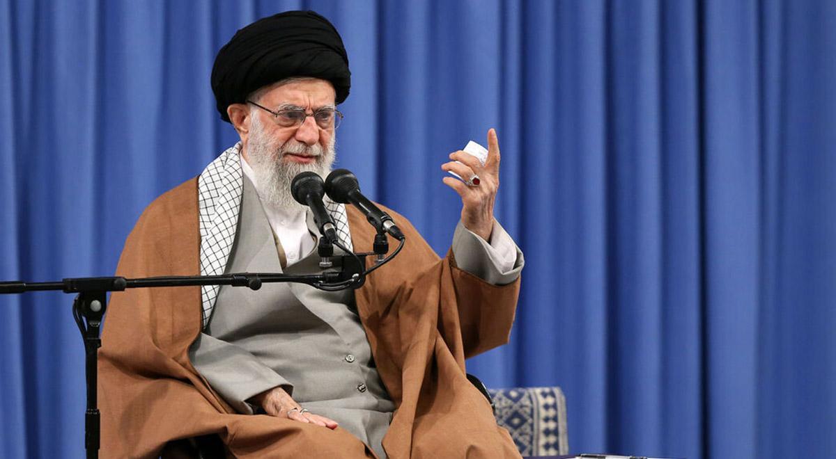رهبر انقلاب: نباید جوری حرف بزنیم که دشمن را شاد کنیم