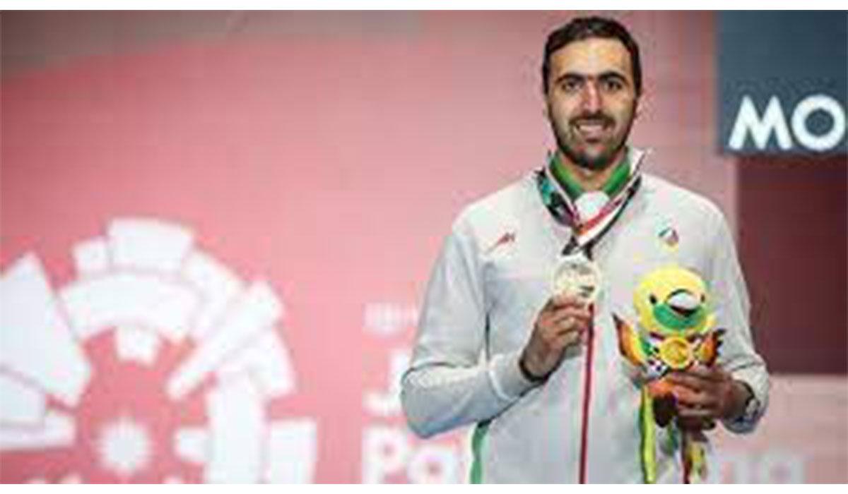 شادی علی پاکدامن پس از تقابل با شمشیرباز ایتالیایی