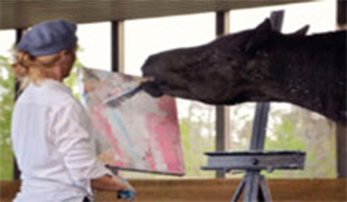 استعداد عجیب یک اسب در هنر نقاشی!