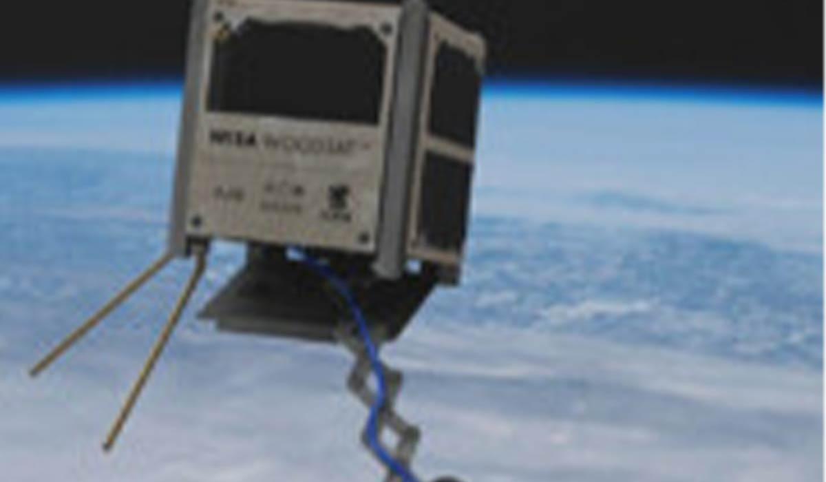 اولین ماهواره با جنس چوب به مدار زمین میرود!