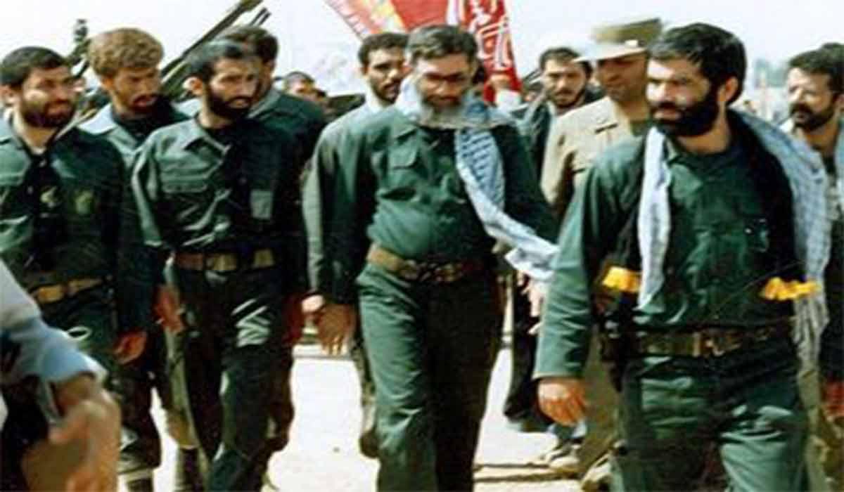 تصاویری کمتر دیده شده از رهبر انقلاب در جبهه کردستان