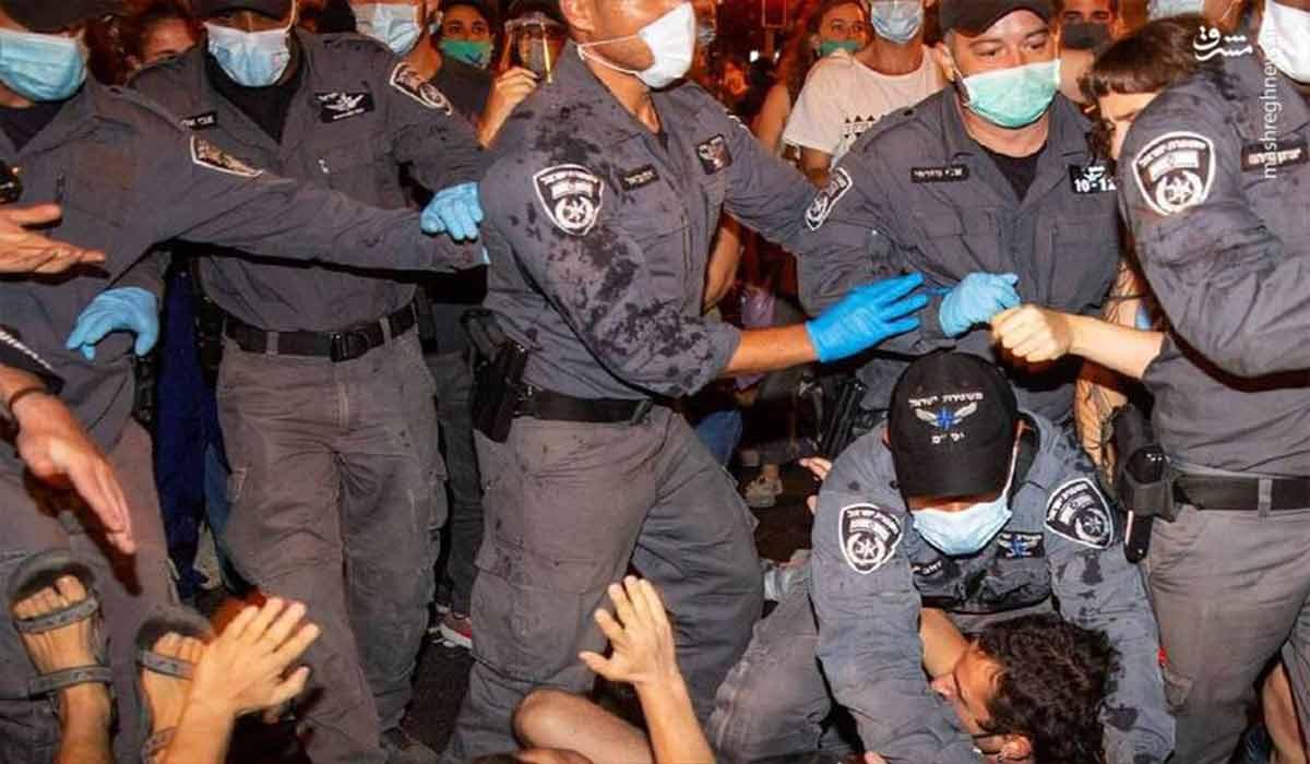 کوبیدن صندلی بر سر پلیس صهیونیست