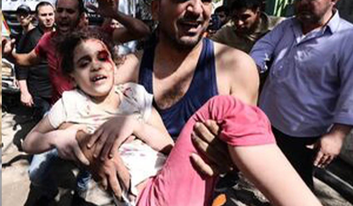 دختر بچه فلسطینی از زیر آوار زنده بیرون آمد!