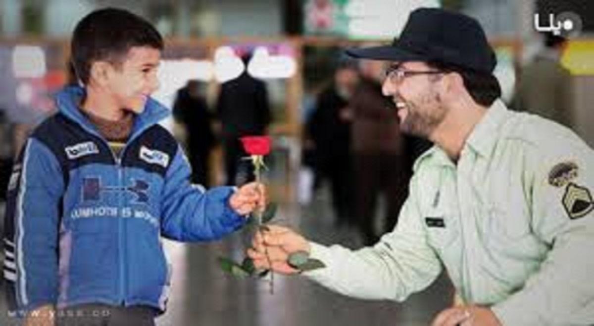 ضد عفونی کردن دستان کودک کار توسط پلیس