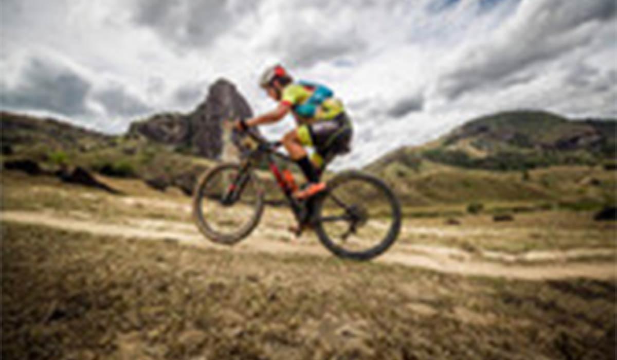 رکورد جهانی پرش از تپه با دوچرخه توسط یک اسپانیایی!