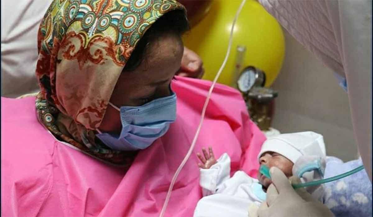 تولد نوزاد از مادر کرونایی در حال کما!