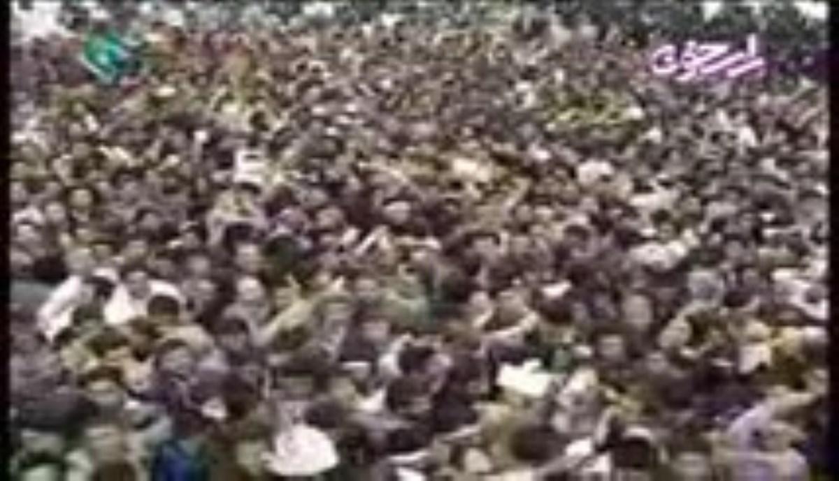 گزارش خبری بیانات رهبر معظم انقلاب در دیدار هزاران نفر از مردم قم در سالروز قیام مردم قم بر علیه رژیم ستمشاهی 1396/10/19 - صوتی