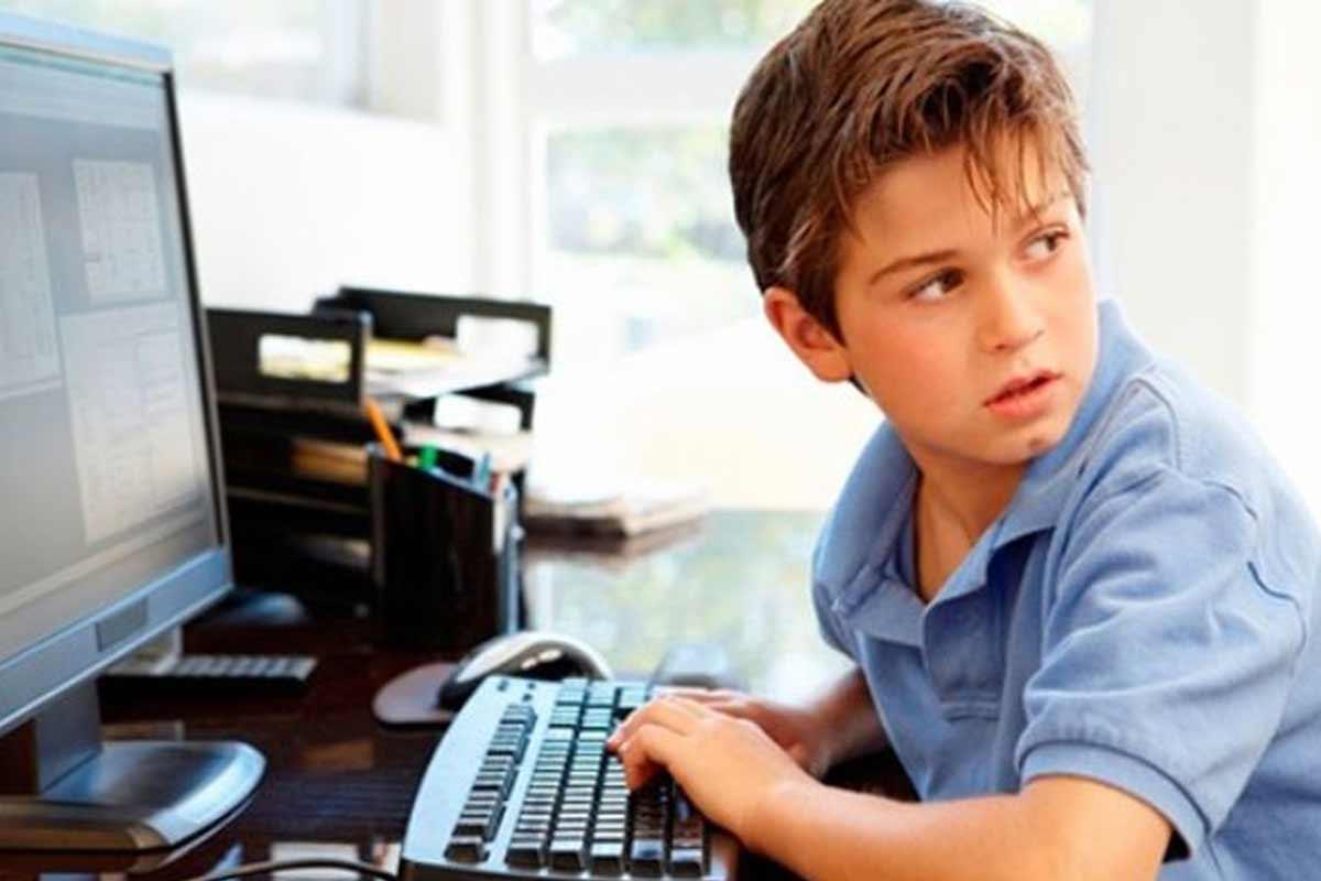مدیریت فرزندان در فضای مجازی/ دکتر همتی