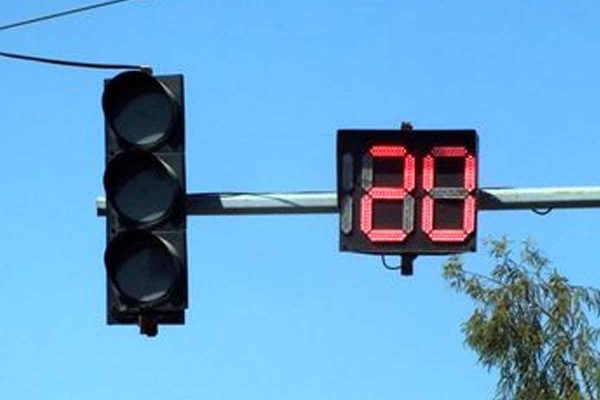 شهروندی که در زمان قطع برق مامور راهنمایی رانندگی شد