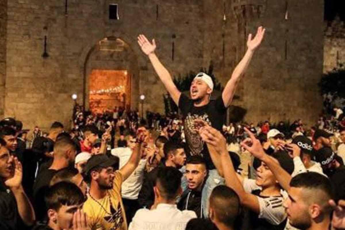 شادی اهالی قدس هنگام ورود به مسجدالاقصی