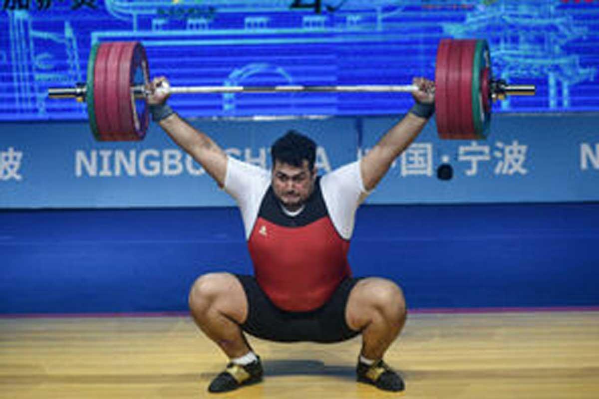 وزنه زدن علی داوودی در مسابقات وزنه برداری قهرمانی آسیا