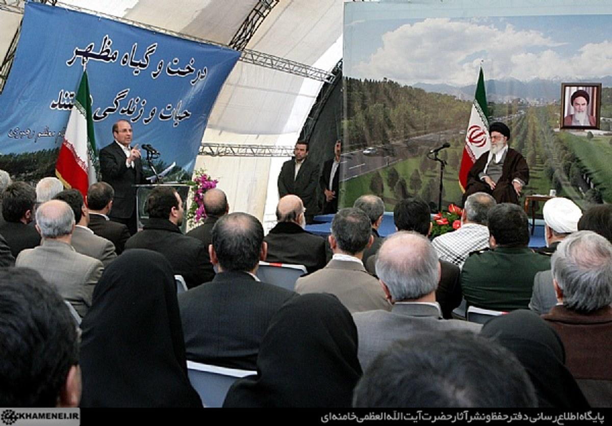 گزارش تصویری کاشت نهال توسط رهبر انقلاب در بوستان ولایت