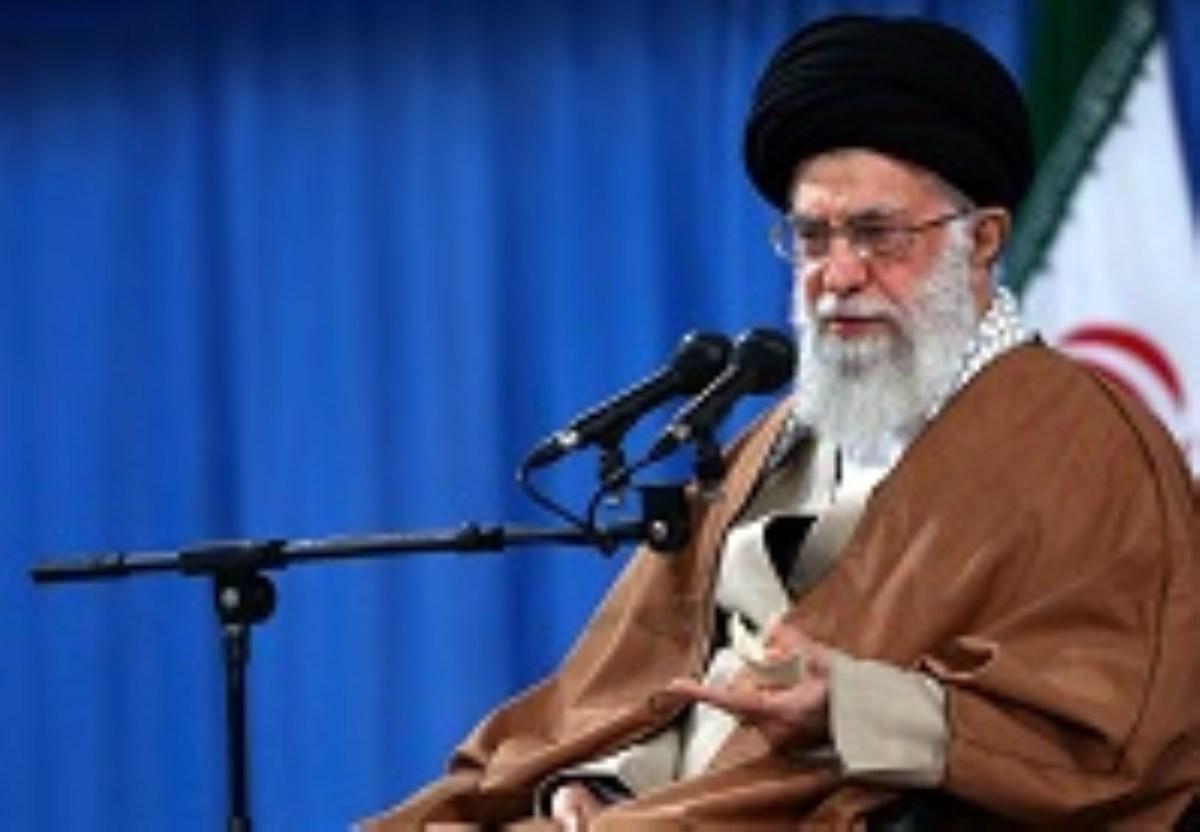 پاسخ امام خامنهای به نگرانی یکی از فعالان فرهنگی خارج از کشور: نگران نباشید؛ هیچکس هیچ غلطی نمیتواند بکند
