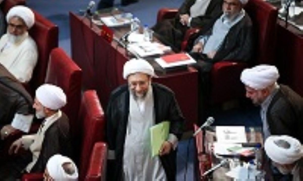 لاریجانی:هیچ خط قرمزی در برخورد با پرونده های اقتصادی نداریم