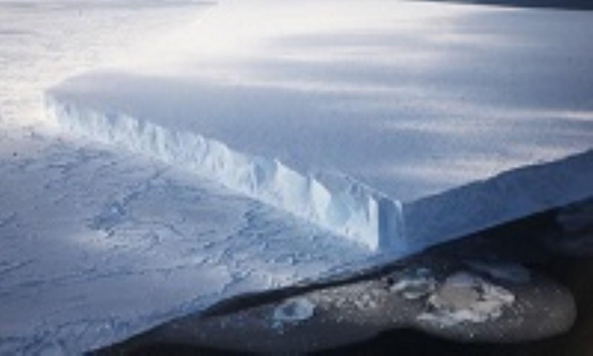 کوه یخی در راه رسیدن به دوبی