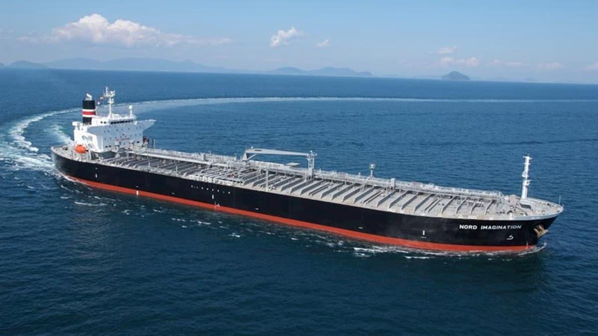 نفتکشهای ایرانی وارد منطقه اقتصادی ونزوئلا شدند/ تشکر سفارت ایران از اسکورت نفتکش ها
