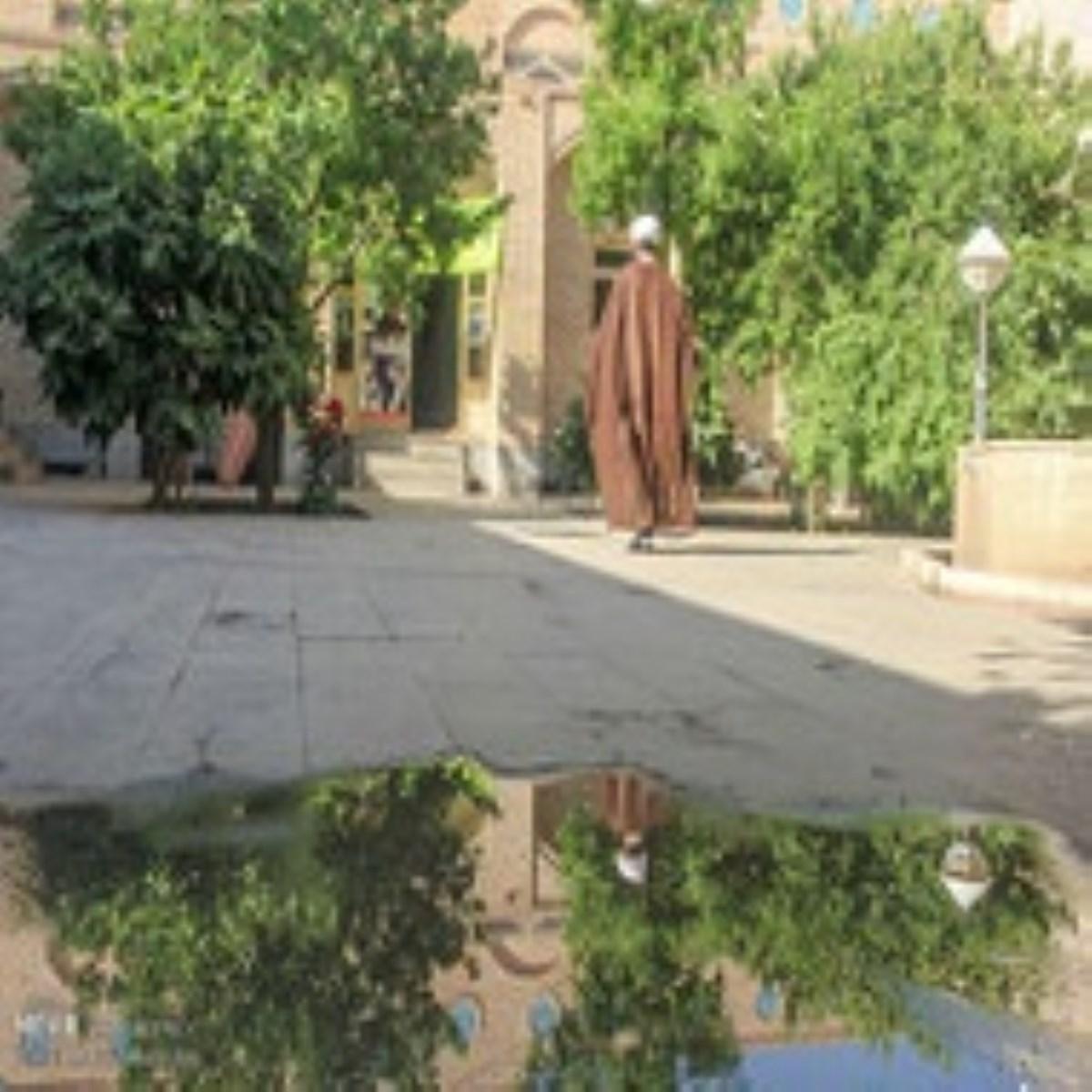 طلبهای که شهریهاش را به ایتام میداد +عکس