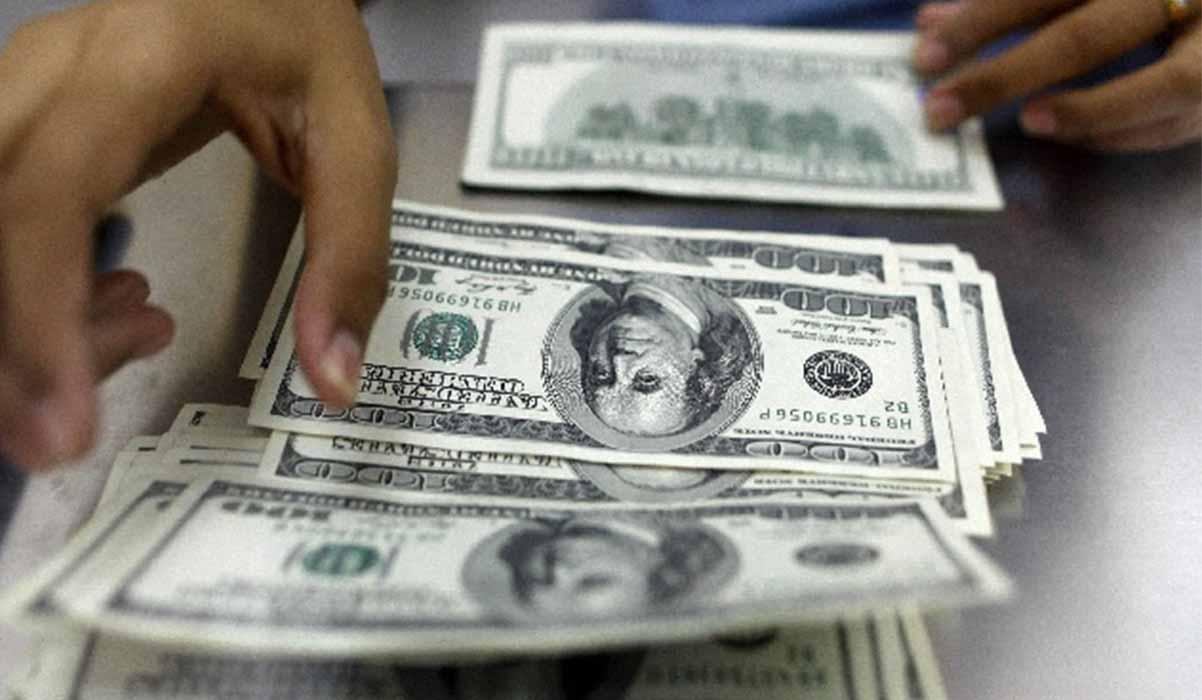 سهمیه بندی و مبارزه با خرید ارز؛ دو خطای راهبردی دولت