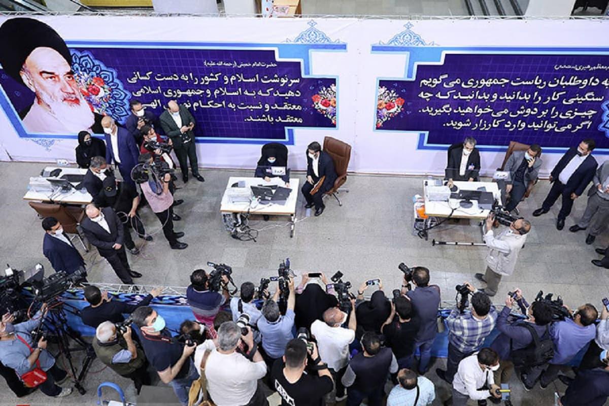 دومین روز ثبت نام انتخابات ریاست جمهوری/ احمدی نژاد، قاسمی و قاضی زاده هاشمی ثبت نام کردند