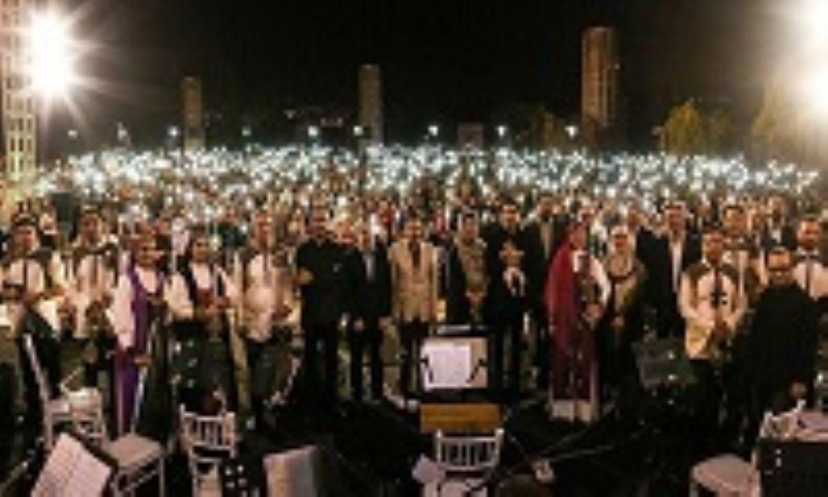 محمد معتمدی به واسطه اجرای زنده خیابانی، ممنوع الفعالیت شد؟!