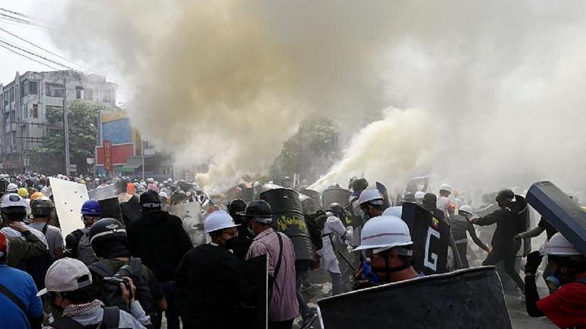 سرکوب خونین اعتراضات در میانمار ادامه دارد