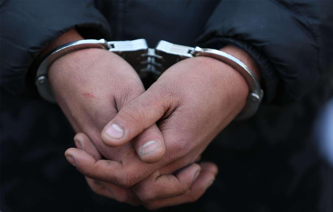 بازداشت 14 نفر از کارکنان پتروشیمی شیراز و دلالان به جرم اخلال در نظام اقتصادی