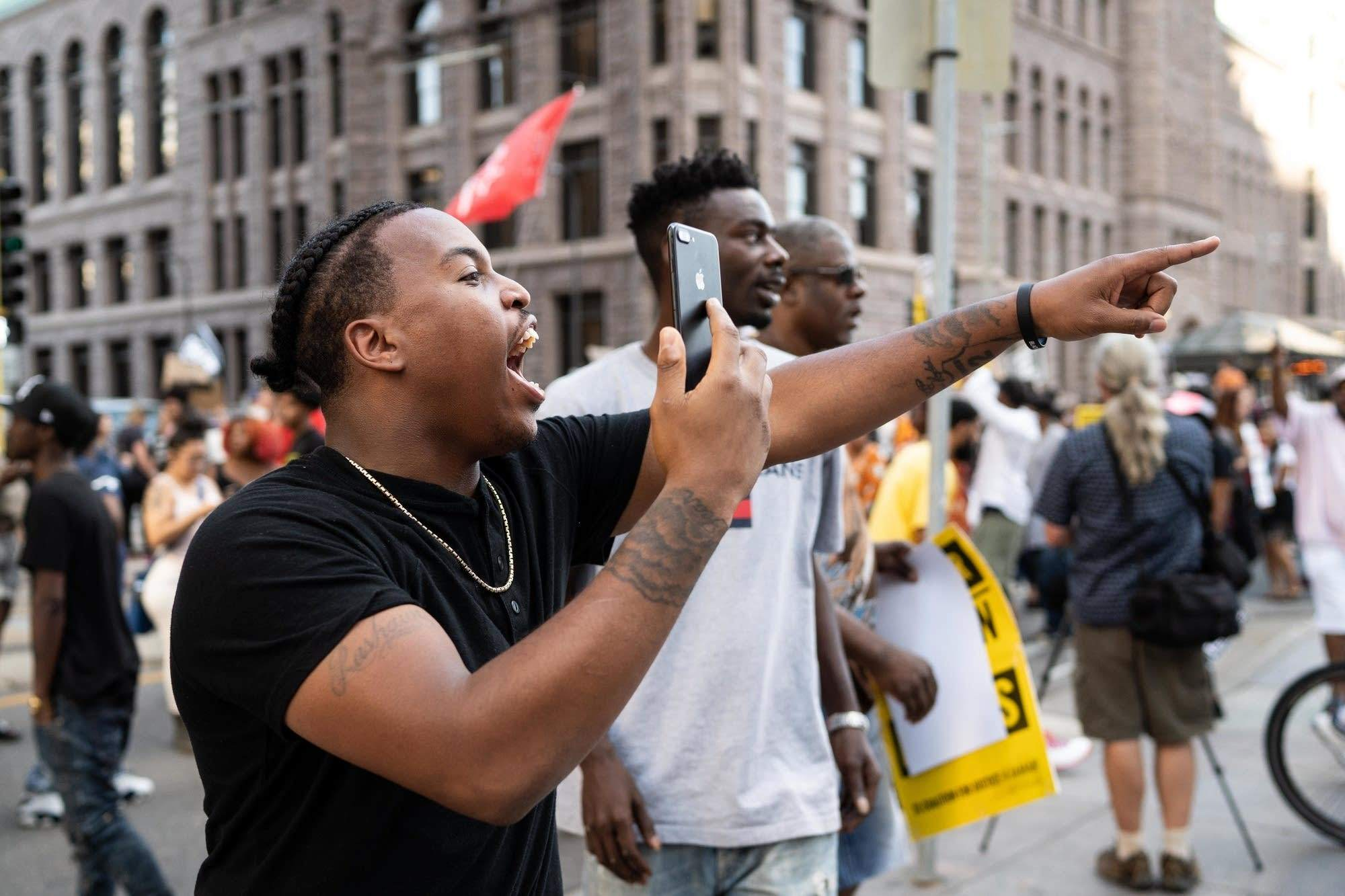 تداوم اعتراضات مردمی در آمریکا علیه نژادپرستی/ افزایش تقاضای سلاحبه دنبال اعتراضات سراسری در ایالات متحده